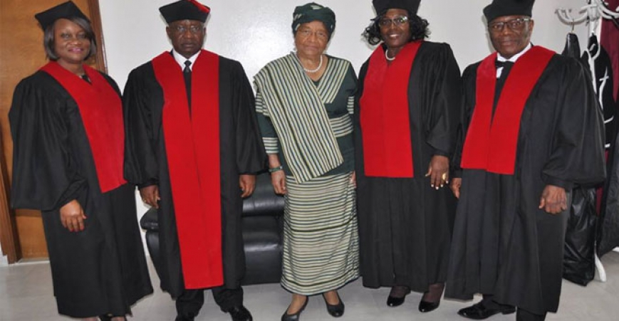 President Sirleaf poses with members of the Supreme Court of Liberia